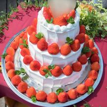 いちごたっぷりの可愛いケーキ