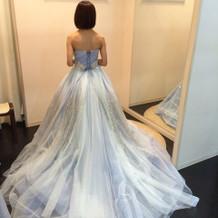 ラメでキラキラ凄く綺麗なドレスでした。