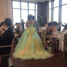 光の当たり加減ですごく綺麗に見えるドレス