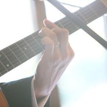 新郎によるギター演奏