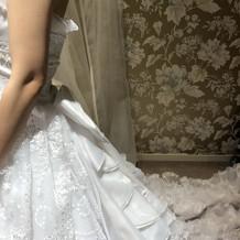 後ろから見たドレス