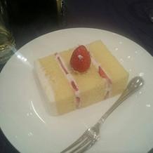 ケーキ入刀後のケーキ