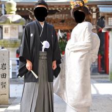 白無垢と黒紋付袴です。