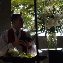 挙式会場と牧師さん