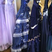 色ドレスも様々ございます。