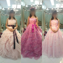 カラードレスは30万程から。