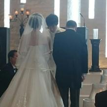 後ろ姿が特に綺麗なドレスでした。