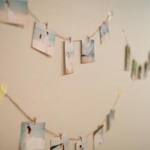 ロビーの 壁に飾った写真