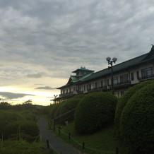 お庭から見たホテルです