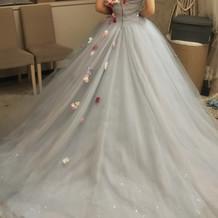 ブルーグレーのチュールカラードレス