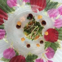 花びらをはさんだお皿