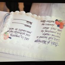 ブック型のウェディングケーキ