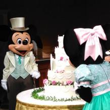 ケーキ入刀前の演出