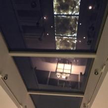 天井もガラス