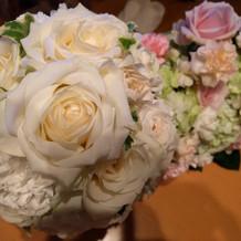 持ち帰ったブーケとテーブル装花です。