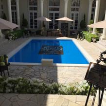 こちらはビクトリアハウス。プールが素敵。