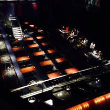 ゲストの座席とステージ