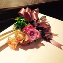 ケーキナイフにもお花の装飾を施しました。