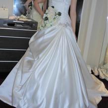 結婚式でのウェディングドレス。