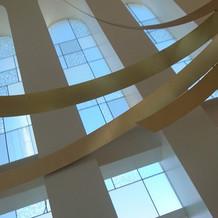 ステンドグラス調の窓ガラス