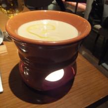 バーニャカウンダーのソースは温かく美味
