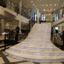 入り口すぐの階段