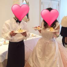 ゲストにケーキを配りました