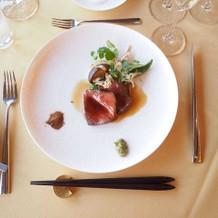 国産牛ロース肉の炭火焼き 山葵と醤油風味