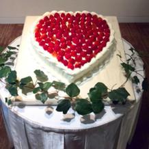 ハート型のウェディングケーキ