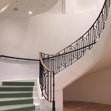 披露宴会場に繋がる螺旋階段