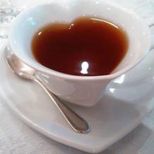 食後の紅茶。カップが可愛いです