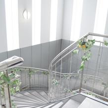 衣装室への螺旋階段。ここで前撮りも♪