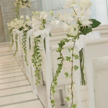 チャペルのお花のデコレーション