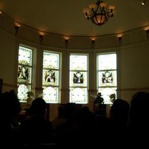 挙式のステンドグラス