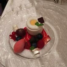 試食会にて、ベリーのデザート