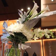 披露宴会場テーブルの装花