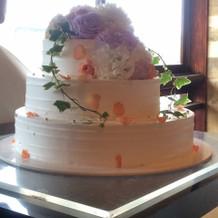 ウェディングケーキも美しい。