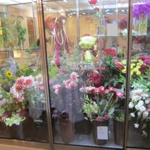 会場内の花屋