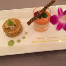 前菜。右の野菜のムース美味