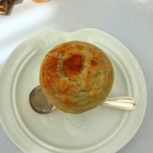 金目鯛のパイ包みスープ