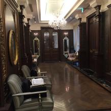 大きい方の披露宴会場の廊下。