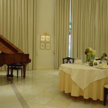 ピアノの生演奏もあり