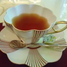紅茶。ソーサーがおしゃれ
