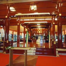 朱塗りがきれいな神社です