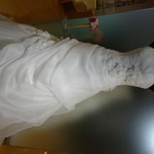 シンプル上質なウェディングドレス