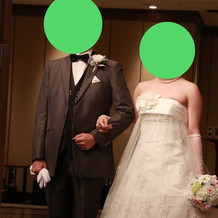タキシードとウエディングドレスはレンタル
