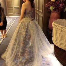 蜷川実花さんデザインのドレスです。