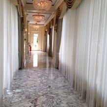 チャペルに向う廊下