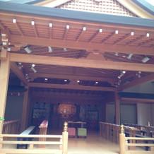 神殿。屋内にあります