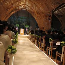 ゲスト席から祭壇を見た景色。